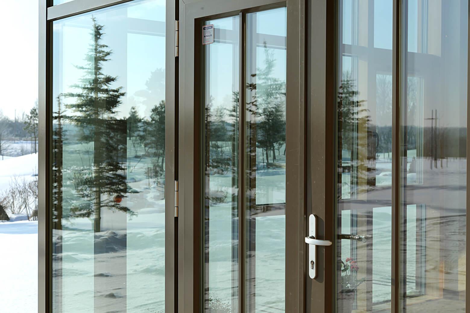 , Medinės durys